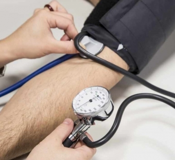 Se podrían evitar casi 4 muertes por hora en el país controlando bien la presión arterial